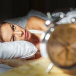Врач рассказал, почему опасно спать рядом со смартфоном | анонсы на oremontekvartir