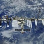Космонавты выбросили в космос грязные полотенца | анонсы на oremontekvartir