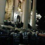 В Белграде мужчина въехал в ограждение здания парламента | анонсы на oremontekvartir