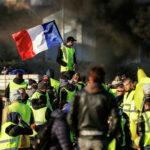 В Париже неизвестные подрисовали символу страны кровавые слезы | анонсы на oremontekvartir