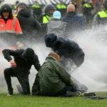 В Варшаве двое полицейских пострадали во время акции протеста | анонсы на oremontekvartir
