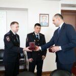 В Оренбуржье наградили полицейских, спасших водителей на трассе | анонсы на oremontekvartir