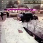 В Красноярске автомобиль влетел в остановку с людьми    анонсы на oremontekvartir