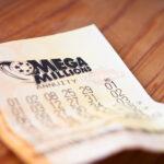Женщина стала долларовой миллионершей из-за ошибки кассира | анонсы на oremontekvartir